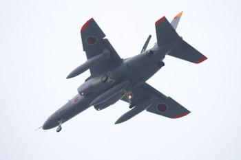 2018年11月13日 14時半ころ、小手指車両基地上空を飛ぶ自衛隊の戦闘機・ミサイル付き?