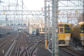 2018年9月17日 5時47分ころ、保谷、22番線で待機の東急4107F(中央奥右)ほか。最近は、22番線の6000系はこの時間帯は電源オフです。