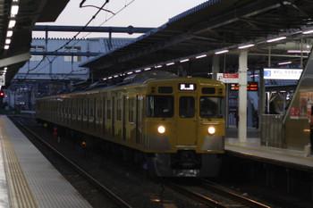 2018年9月28日 5時30分ころ、所沢、2番ホームを通過する2033Fの上り回送列車。