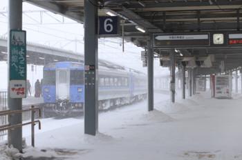 2017年12月12日13時40分ころ、函館、雪が吹き込んだホーム。