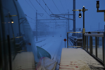 2017年12月12日16時12分ころ、新函館北斗、ホームの端から見た札幌方。鼻が見えてるこの新幹線で帰りました。