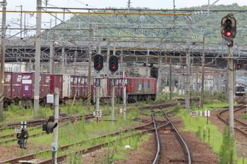 2018年7月27日 10時1分ころ、福島、EH500牽引の下り貨物列車と福島交通の新型 1000系電車。