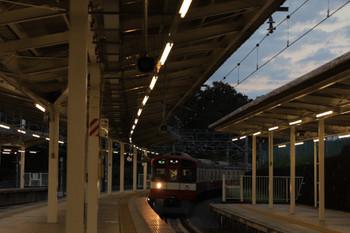 2018年10月7日、入間市、到着する片目点灯9103Fの4149レ。