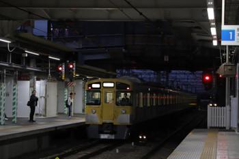 2018年10月8日 5時30分ころ、所沢、2番ホームを通過したい2051Fの上り回送列車。