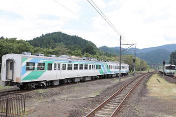 2018年7月27日 13時56分ころ、丸森、到着する槻木ゆきと留置中の417系2両。