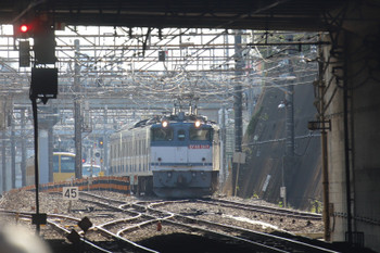 2018年10月20日 13時48分ころ、新秋津、発車したJR貨物EF65-2117+西武1241F。奥には西武線内を牽引した263Fが見えます。