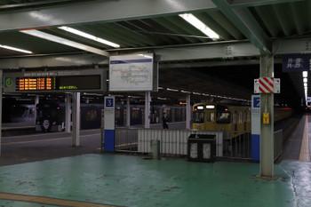 2018年10月17日 19時1分ころ、西武球場前、手前から2515Fほかの8011レの戻しの回送列車と留置中の9108F・10000系。