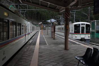 2018年10月17日、正丸、4001Fの5034レと交換する4019F+4011Fの下り回送列車。