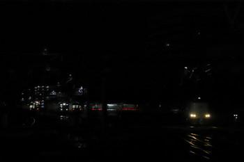 2018年9月9日 4時53分ころ、静岡、上りのサンライズ。左奥は電留線ですでに車両は電源オン。