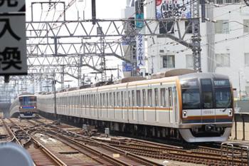 2017年5月21日 10時41分ころ、武蔵小杉、メトロ10004Fの特急 西武球場前ゆき(西武線内は7301レ)。