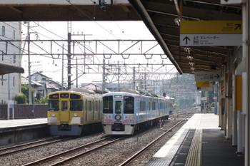 2017年6月10日 7時16分ころ、仏子、中線で休憩の4009Fの上り回送列車(右)を追い抜く9106Fの2112レ。