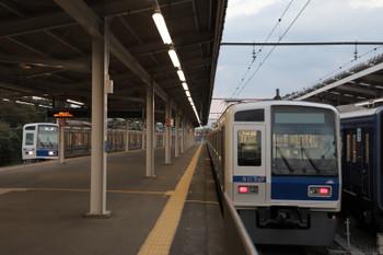 2018年10月28日 16時49分ころ、西武球場前、6番ホームへ6105Fの下り回送列車が到着。