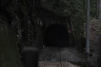 2018年9月9日9時31分ころ、土本~川根小山、森の中を進み小さなトンネルへ。