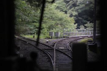2018年9月9日9時50分ころ、奥泉~アプトいちしろ、左に分岐する線路が見えました。列車は右に進み大井川を渡りました。