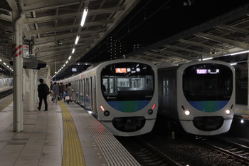 2018年11月4日、入間市、38109Fの1002レ(右)と38103Fの2149レ。