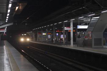 2018年11月6日 5時30分ころ、所沢、2番ホームを通過する2049F。