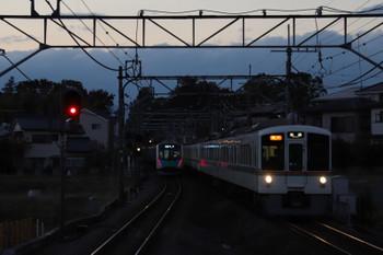 2018年11月10日、元加治、4011F+4021Fの2002レ。