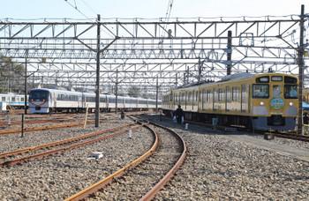 2018年11月10日 11時9分ころ、南入曽基地、展示車両と入庫する10104F(109レを走った後に回送されて来てました)。