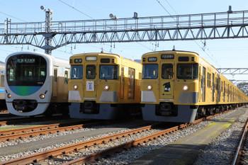 2018年11月10日 11時40分ころ、南入曽基地、留置線に並ぶ展示車両。30000系と2000系。