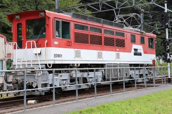 2018年9月9日9時53分ころ、アプトいちしろ、千頭方の引き上げ線に待機していたアプト式の電気機関車ED901が閑蔵ゆき烈車に迫ります。