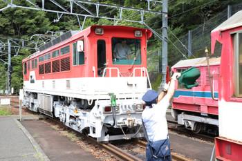 2018年9月9日 11時15分ころ、長島ダム、車掌さんの誘導で電気機関車ED901を連結。