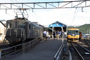 2018年9月9日 16時12分ころ、新金谷、左がC11-190牽引のSL列車(補機はE101)、右が16102ほかの金谷ゆき。