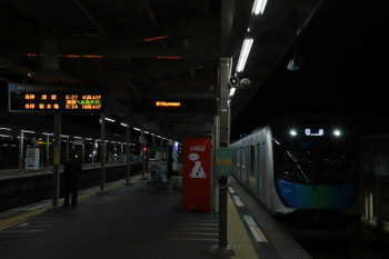 2018年11月17日 5時23分ころ、小手指、1番ホームへ到着する40104Fの上り回送列車。