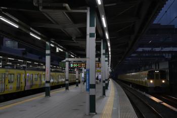 2018年11月25日、練馬、2073Fの上り回送列車(右端)と38105Fの5205レ。