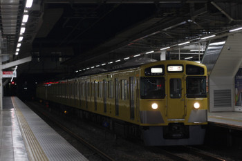 2018年11月26日 5時30分ころ、所沢、2番ホームを通過する2535F+2419Fの上り回送列車。