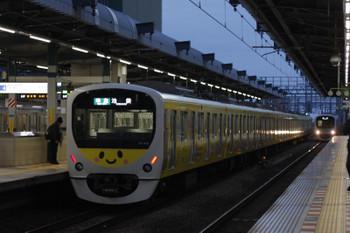 2018年12月2日、練馬、38105Fの4204レと38111Fの上り回送列車(右奥)。