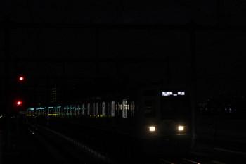 2018年12月2日、石神井公園、6153Fの6501レが到着。遠く(写真右奥)に新宿の高層ビル群の照明が見えてます。
