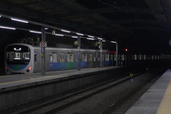 2018年12月7日 23時35分ころ、ひばりヶ丘、4番ホームから発車した32102F+38103Fの上り回送列車。