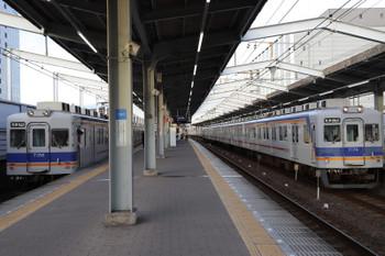 2018年10月5日 16時51分ころ、堺、普通列車の7100系が並びました。