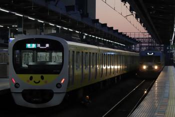 2018年12月16日 6時29分ころ、練馬、38105F(ぐでたま)の4204レと20158Fの下り回送列車。