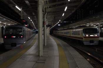 2018年12月22日 17時5分ころ、入間市、10105Fの上り臨時列車。左は10102Fの23レ。