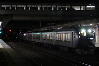 2018年12月28日 19時15分ころ、仏子、通過する001系の上り試運転列車。
