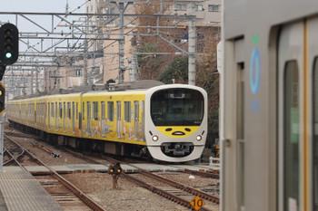 2018年12月23日 9時17分、東長崎、4番ホームへ到着する38105Fの上り回送列車。