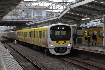 2018年12月23日 15時13分、清瀬、2番ホームで発車を待つ38105Fの上り臨時列車と9102Fの4132レ(4分ほどの遅れ?)。