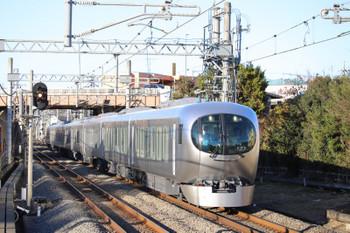 2018年12月24日 15時2分、武蔵藤沢、001系の上り試運転列車。