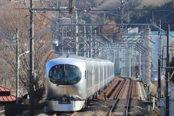 2018年12月24日 12時24分ころ、仏子~元加治(元加治駅ホームから)、001系の上り試運転列車。