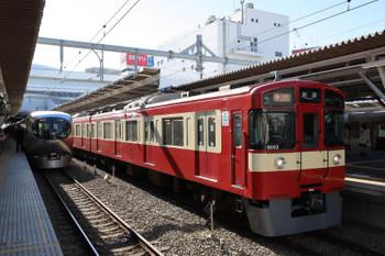 2018年12月24日、所沢、9103Fの2132レ(右)と001系の下り試運転列車。