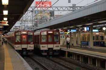 2018年10月6日 7時47分ころ、尼崎、近鉄の各停と阪神の青胴車が並びました。
