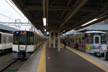 2018年10月6日 8時19分ころ、尼崎、山陽電鉄車両の直通特急・姫路ゆきと近鉄の各停。