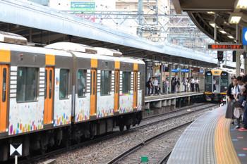 2018年10月6日 8時30分ころ、尼崎、神戸方から到着した6連が待機する4連と併結。貫通扉を開けて準備は万端。