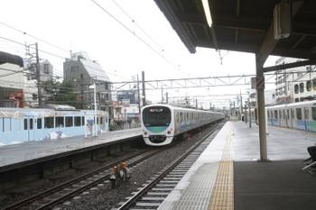 2017年7月1日 11時10分ころ、東伏見、通過した2645レと待避する4009F(左端)。右端は38115Fの上り回送列車(5119レの折り返し?)。