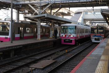 2019年1月1日 10時18分ころ、京成津田沼、右から、京成3700系の下り回送列車、 新京成の8800系車体広告HM付き松戸ゆき、そして新京成N800系の松戸ゆき。