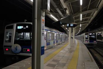 2018年12月31日、入間市、6151Fの4149レと先発した6116Fの1717レ。
