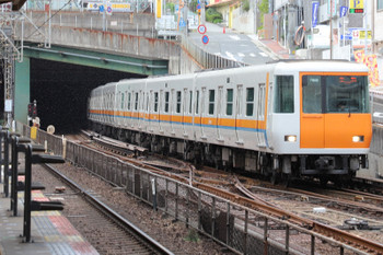 2018年10月6日 14時19分、生駒、近鉄けいはんな線の7000系。