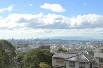 2018年10月6日 14時26分、石切~枚岡間のどこか、近鉄奈良線の車窓。