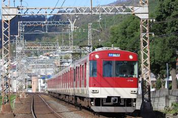 2018年10月6日 15時17分ころ、枚岡~額田、生駒山を越えてきた3702ほかの普通 難波ゆき。この3200系が大阪に来るとは驚きでした。